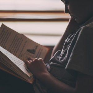 Copy Caroline - BLOG 3 - Jongen leest uitgelicht