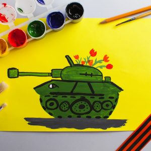 children-s-drawing-tank-as-gift-anniversary-victory-day (1)